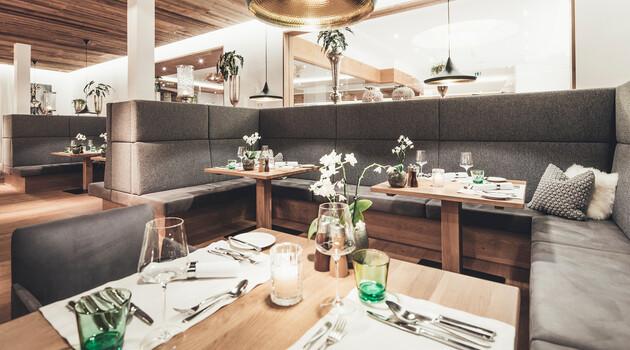 Gedeckte Tische im Restaurant vom Genießerhotel Nesslerhof im Salzburger Land