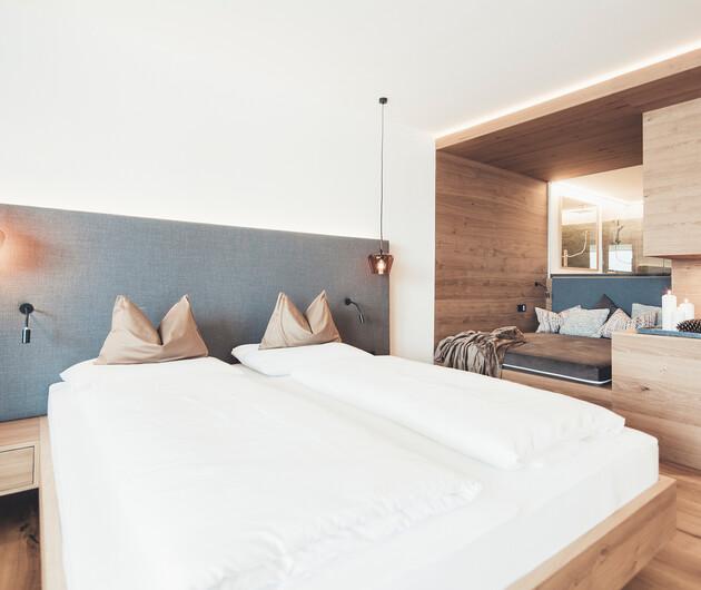 Gemütliches Doppelbette im Zimmer Augenweide im Hotel Nesslerhof in Großarl