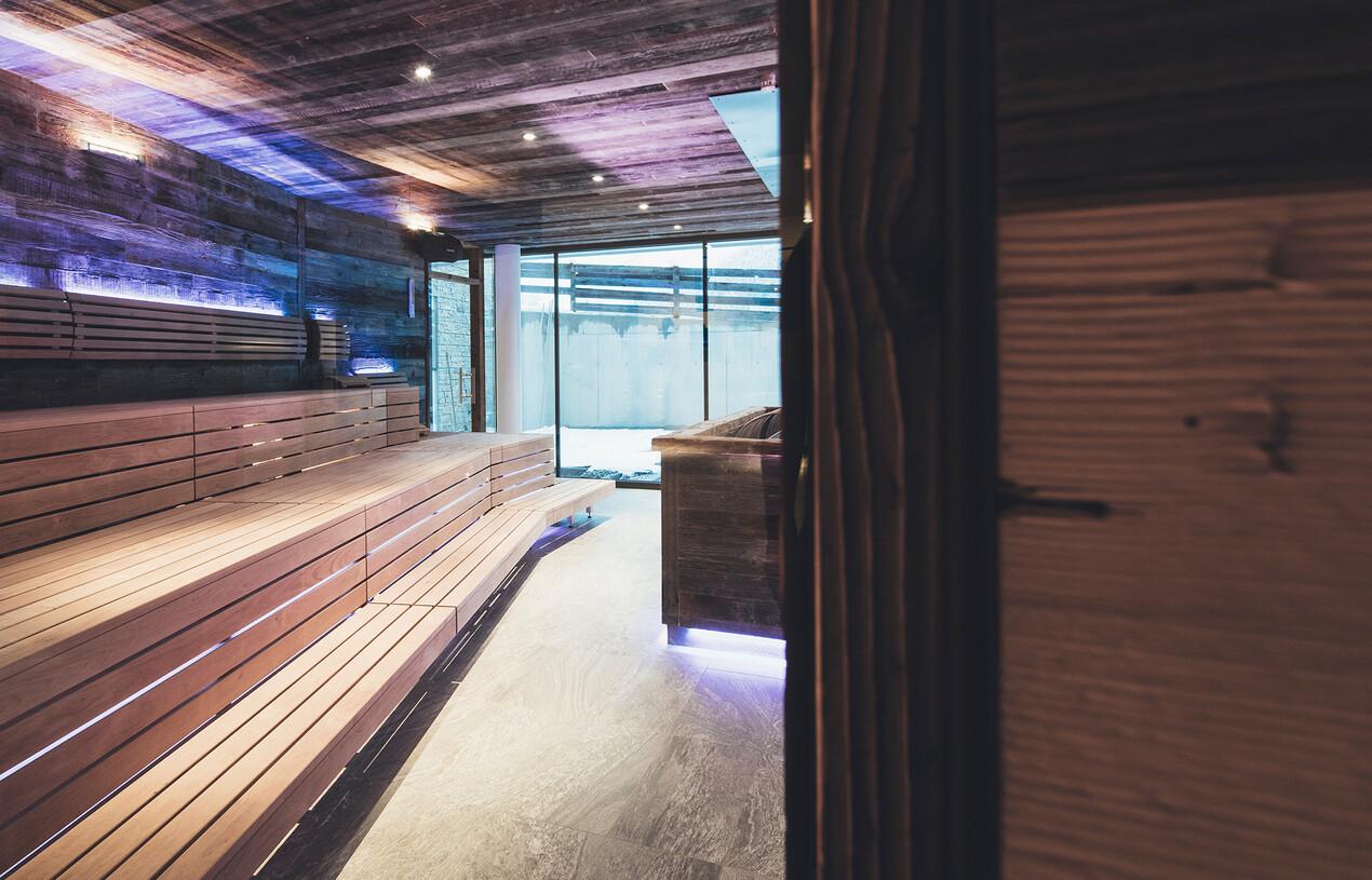 Saunalandschaft mit Panoramablick im 4-Sterne Superior Hotel Nesslerhof in Großarl