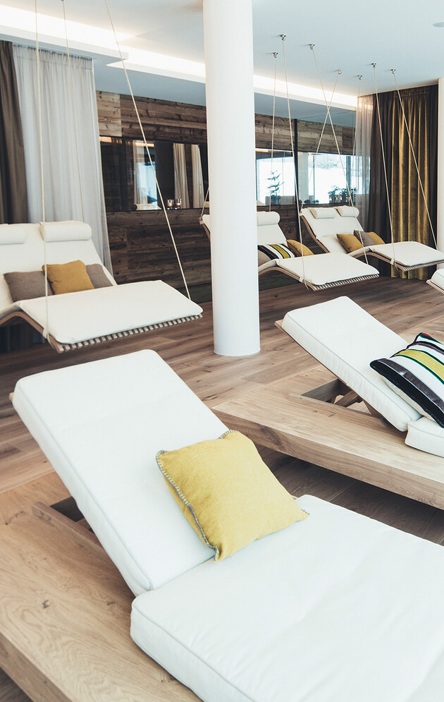 Schwebeliegen und Relax-Liegen im Wellnesshotel Nesslerhof in Großarl