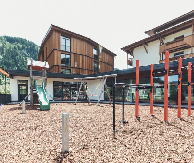 Spielplatz vor dem Familienhotel Nesslerhof in Großarl