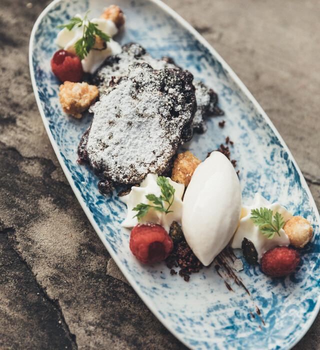 Herrliche Dessertvariation mit frischen Früchten im Genießerhotel Nesslerhof im Salzburger Land.