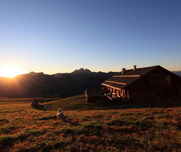 Sonnenuntergang auf der Saukaralm in Großarl