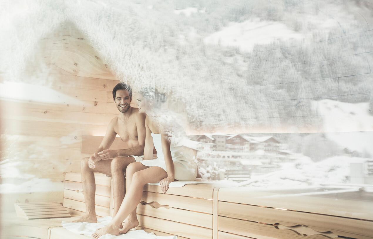 Pärchen in Sauna im Wellnesshotel Nesslerhof in Großarl