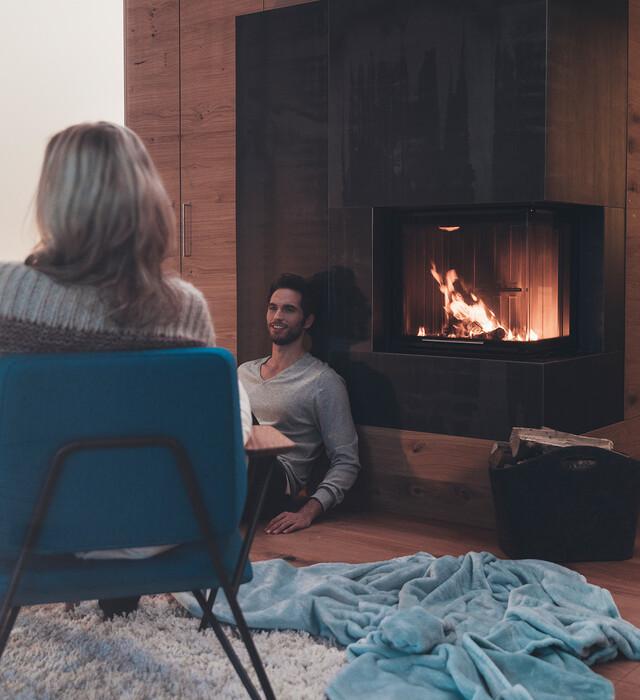 Romantischer Urlaub im Hotelzimmer mit Kamin