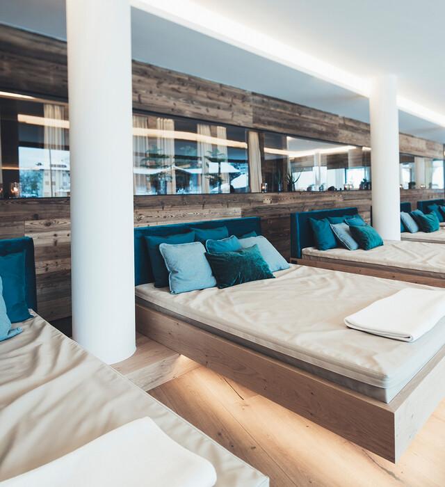 Wasserbetten im großzügigen und lichtdurchfluteten Wellnessbereich im Spa-Hotel Nesslerhof, Großarl