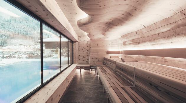 Sauna mit Panoramablick im 4*S Wellnesshotel Nesslerhof in Großarl