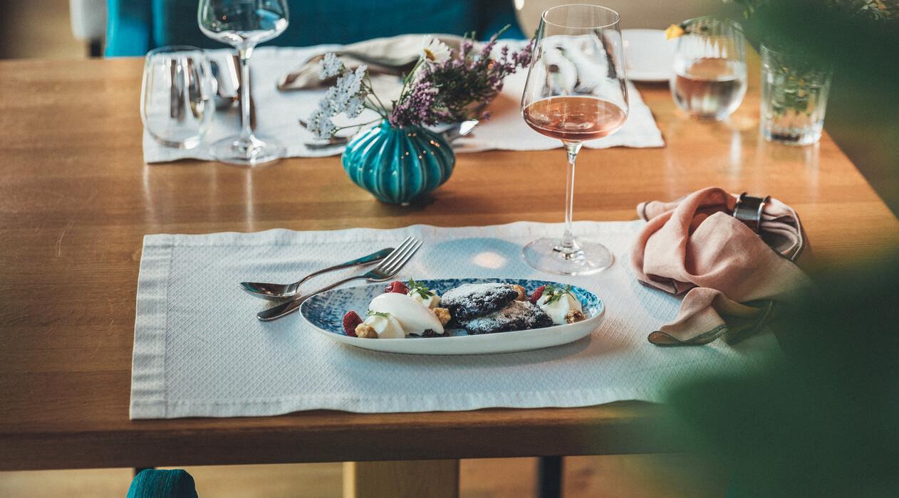 Herrliche Köstlichkeiten aus der Küche und dem Weinkeller im Restaurant des Hotel Nesslerhof in Großarl.