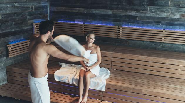 Paar in der Sauna - Wellness zu zweit im Hotel Nesslerhof im Salzburger Land