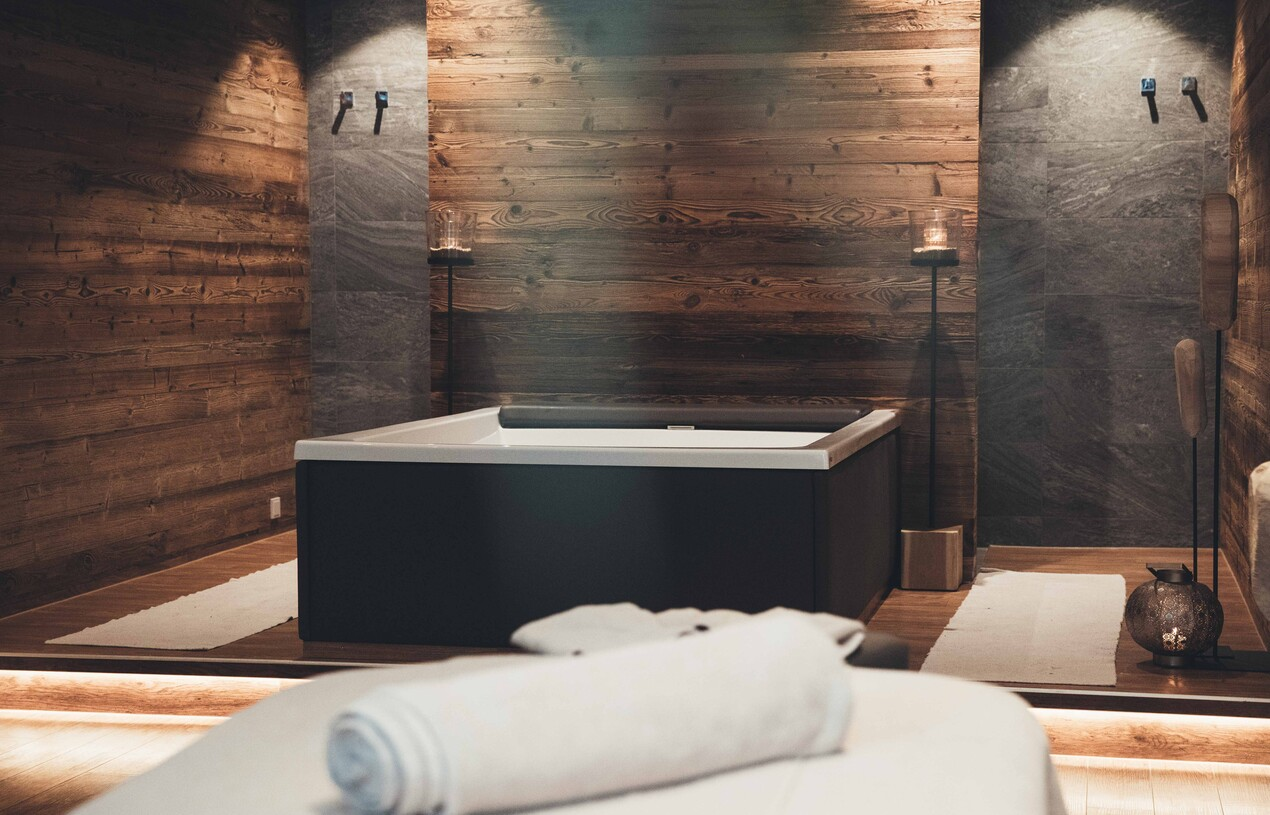 Doppelbadewanne für entspannende Wellnessbäder im Wellnesshotel Nesslerhof im Salzburger Land.